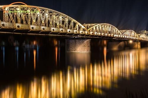Cầu Trường Tiền về đêm