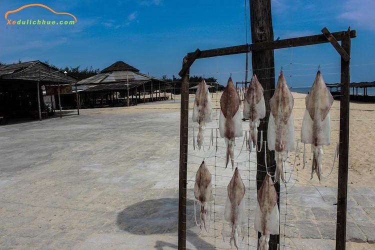 ăn hải sản ở biển thuận an