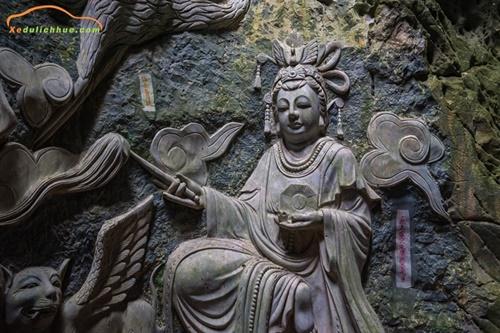 Thuê xe Đà Nẵng đi tham quan bán đảo Sơn Trà và chùa Linh Ứng