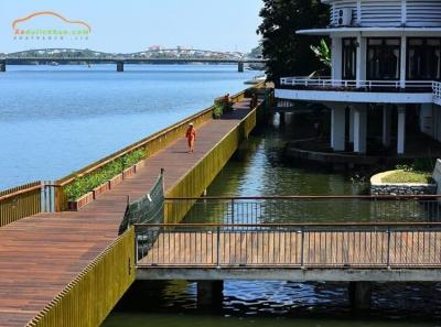 cây cầu gỗ lim Huế