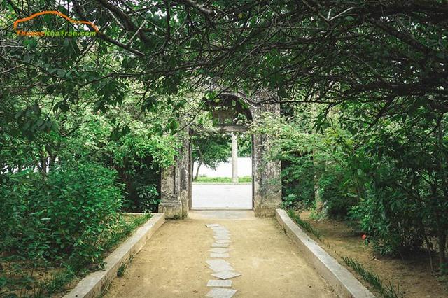 lối vào của những ngôi nhà vườn